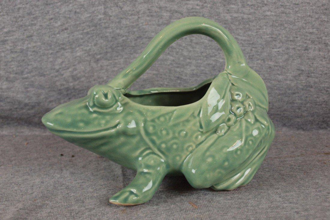 31: McCoy figural frog pitcher