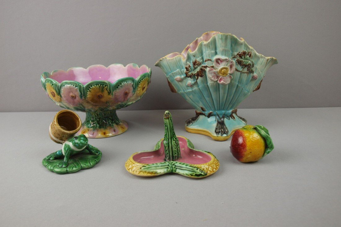 6:  Majolica lot of 5 items - Etruscan daisy comport, c