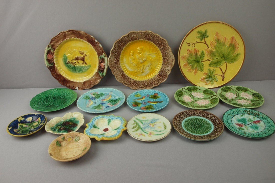 11:  Majolica lot of 15 plates, platters and sauce dish