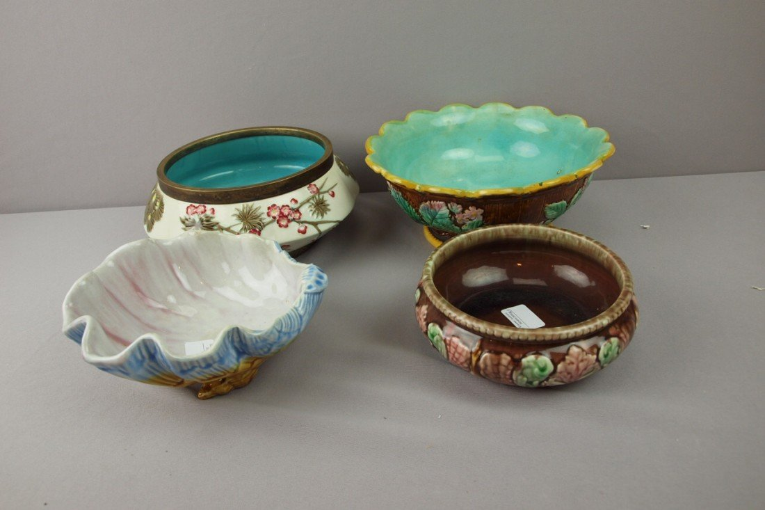 30:  Majolica lot of 4 bowls and comports, various cond
