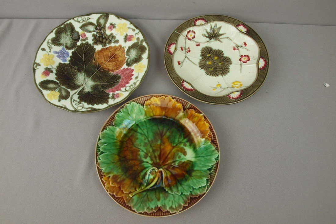 55:  WEDGWOOD lot of 3 plates, nice lot