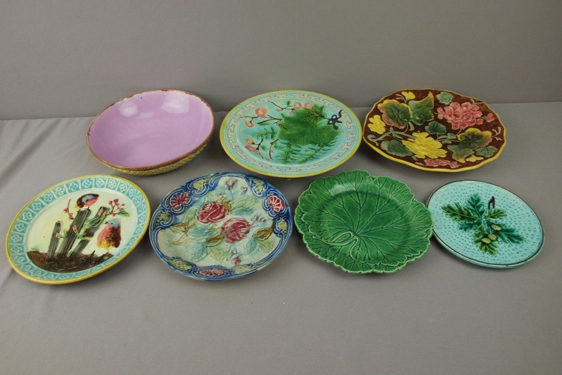 64:  Majolica lot of 8 plates, bowls and trays, various
