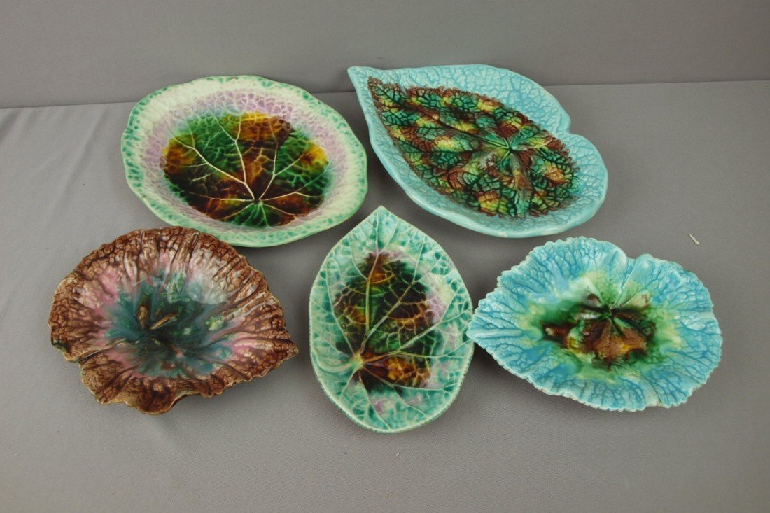 65:  Majolica lot of 5 begonia leaves, various conditio