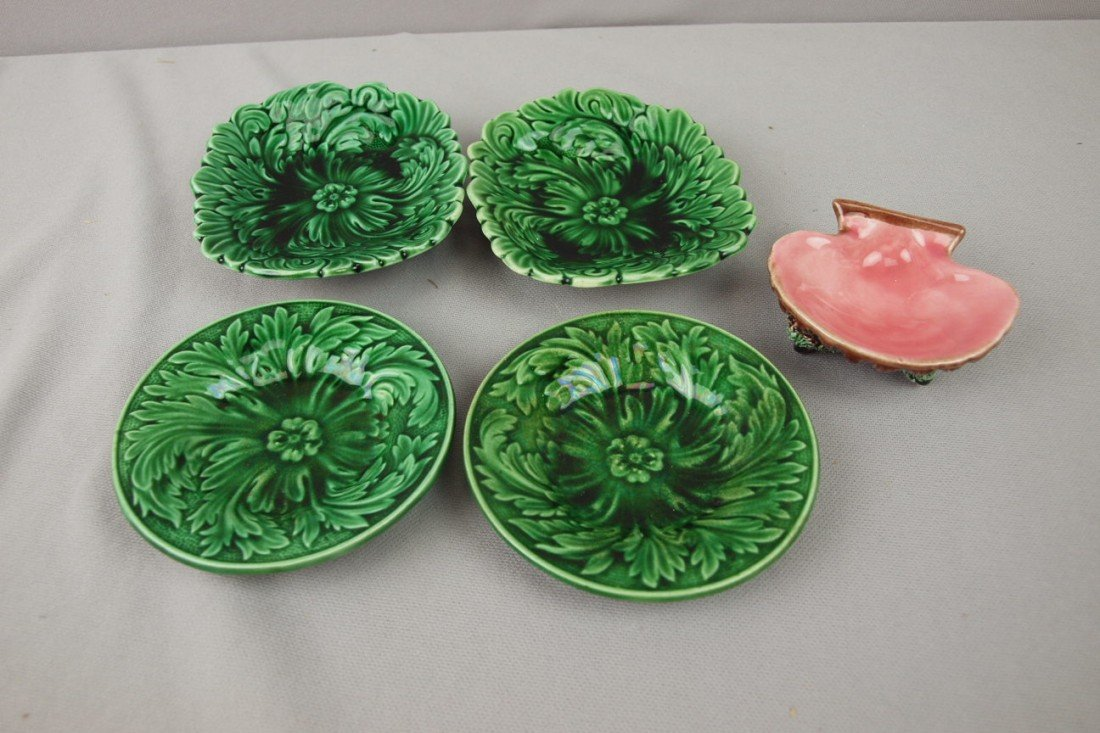 67: Majolica lot of 4 dark green small trays and contem