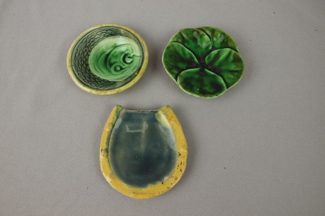 68:  Majolica lot of 3 butter pats- horseshoe, pond lil