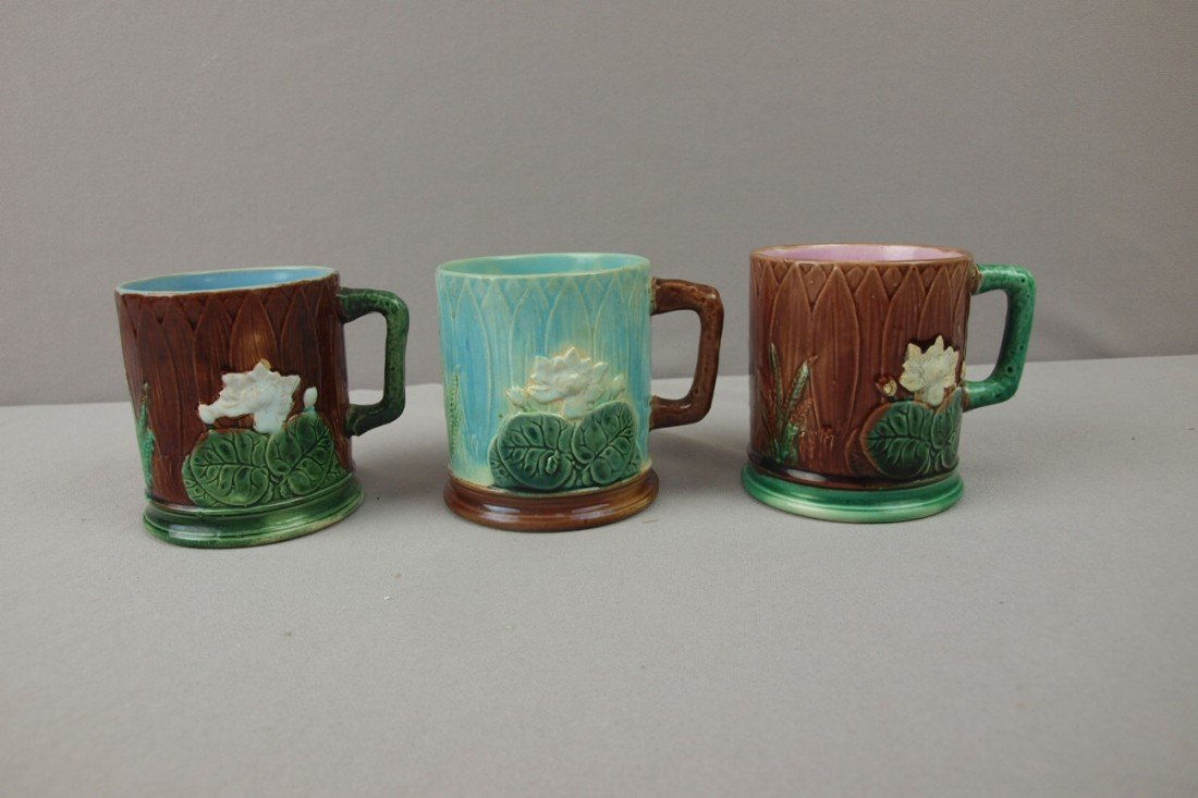 98:  HOLDCROFT lot of 3 pond lily mugs, various conditi