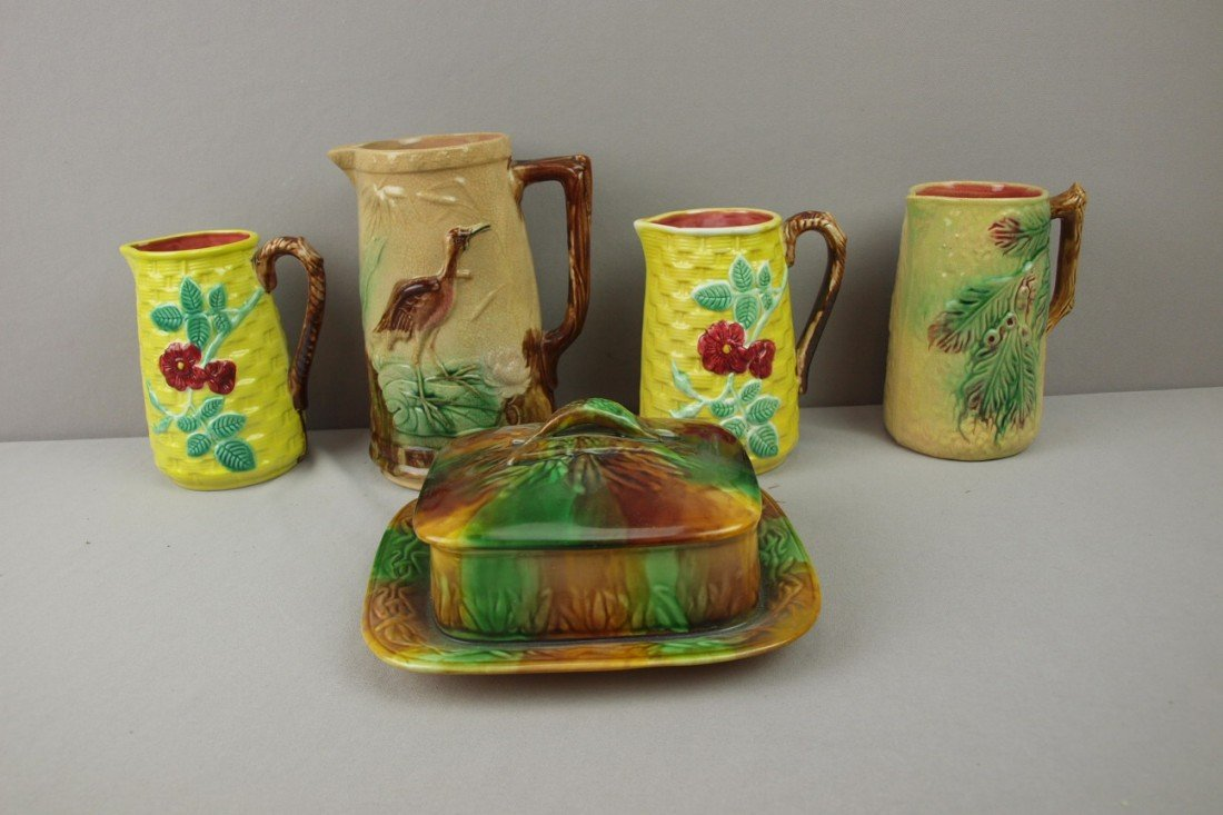 109:  Majolica lot of 4 pitchers and sardine box, vario
