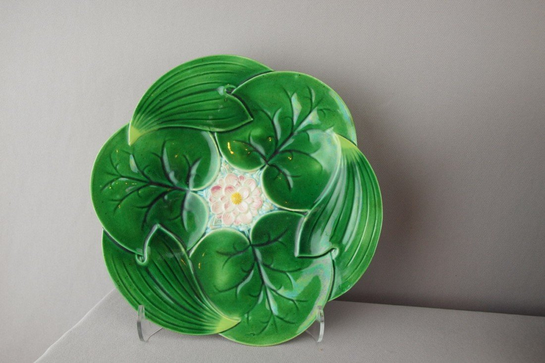 """501:  GEORGE JONES pond lily and floral plate, 9"""", mino"""