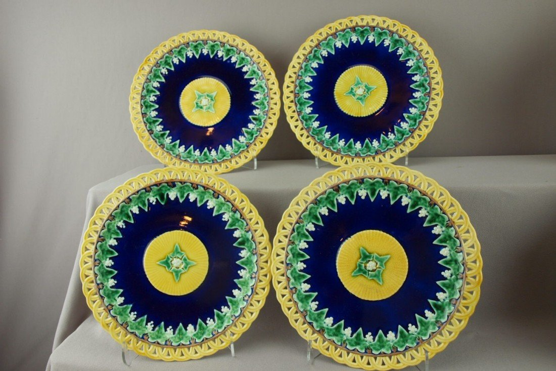 526:  WEDGWOOD set of 4 plates with cobalt center with