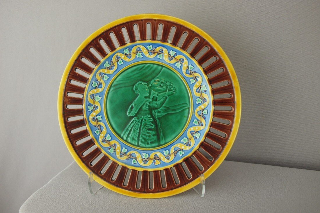 531:  WEDGWOOD plate with scenic center and reticulated