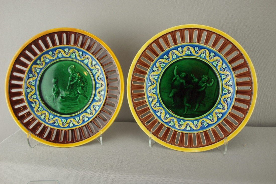 532:  WEDGWOOD pair of majolica plates with scenic cent