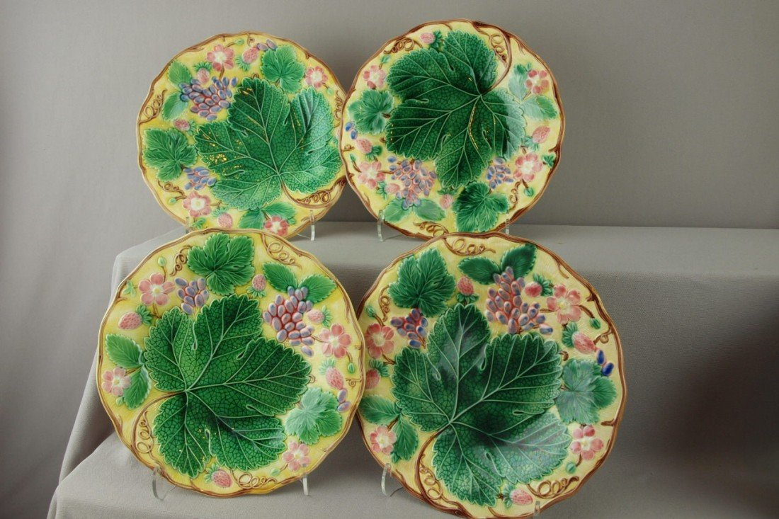 """538:  WEDGWOOD majolica set of 4-8 3/4"""" strawberry and"""