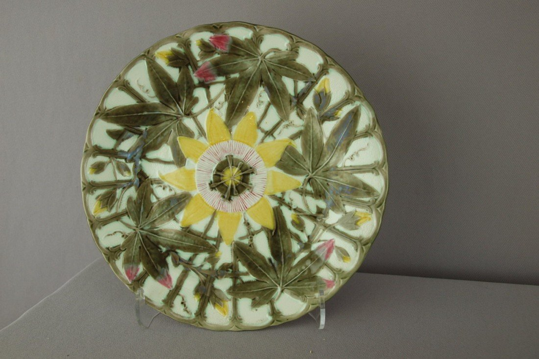 """549:  WEDGWOOD Argenta passion flower 8 1/2"""" plate"""