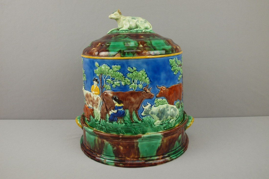 588:  WEDGWOOD rare majolica cheese keeper with cow fin