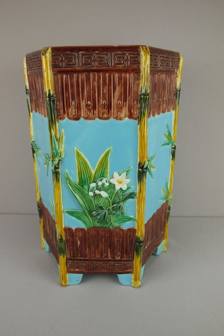 664:  HOLDCROFT hexagonal garden seat with bamboo corne