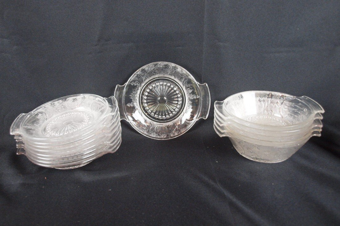 """16: EAPG Canada pattern lot of 7-7 1/4"""" two handled pla"""