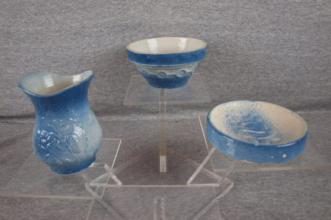 150: Blue and white stoneware lot of 3 pieces - Wedding