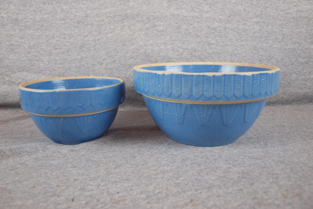 152: Blue and white stoneware lot of 2 Pyramid and Reve