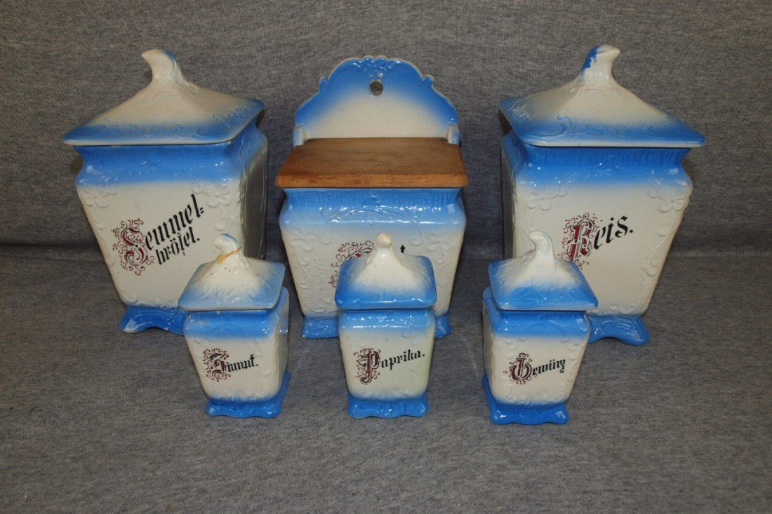 162: Blue and white 6 piece spice set, repair to lid of
