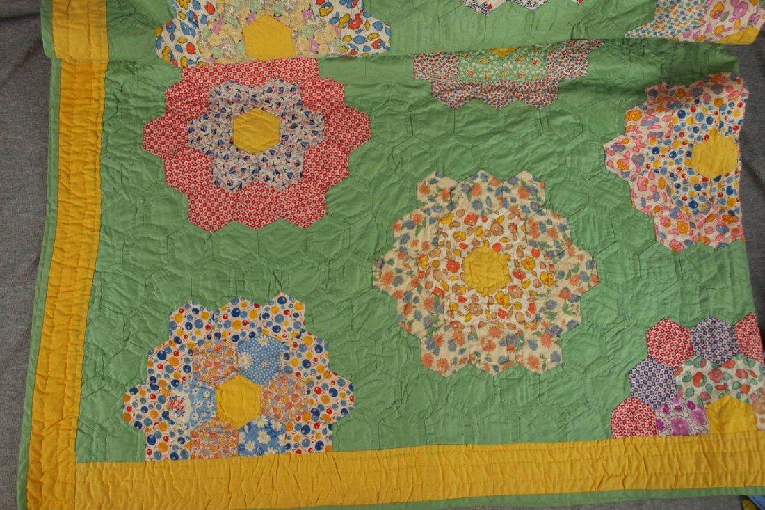 165: Dresden plate hand made quilt with green backgroun