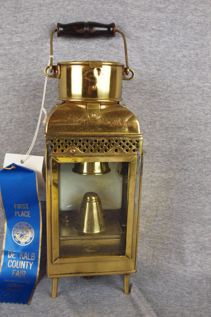 124: Griffen & Sons brass dining car lamp on legs, nice