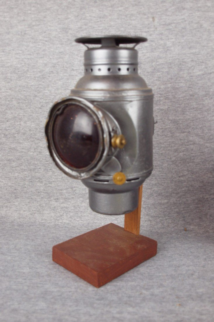 128: Dietz lamp with red lens