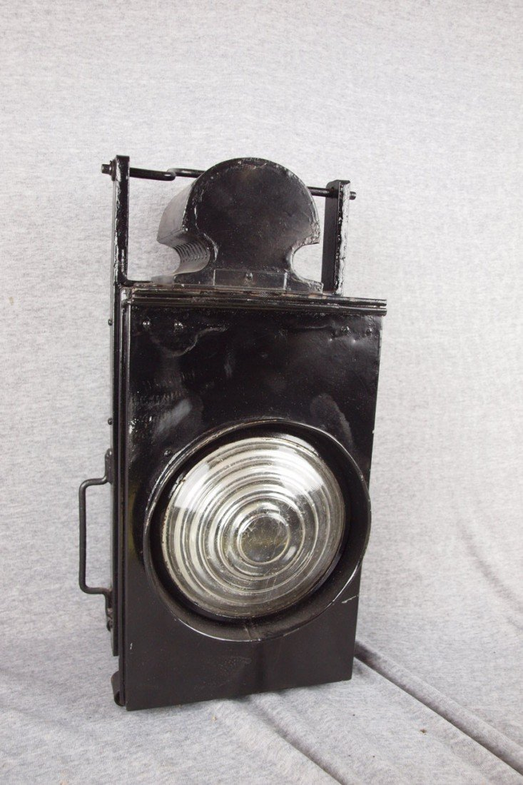 146: Unmarked railroad lamp with clear lens