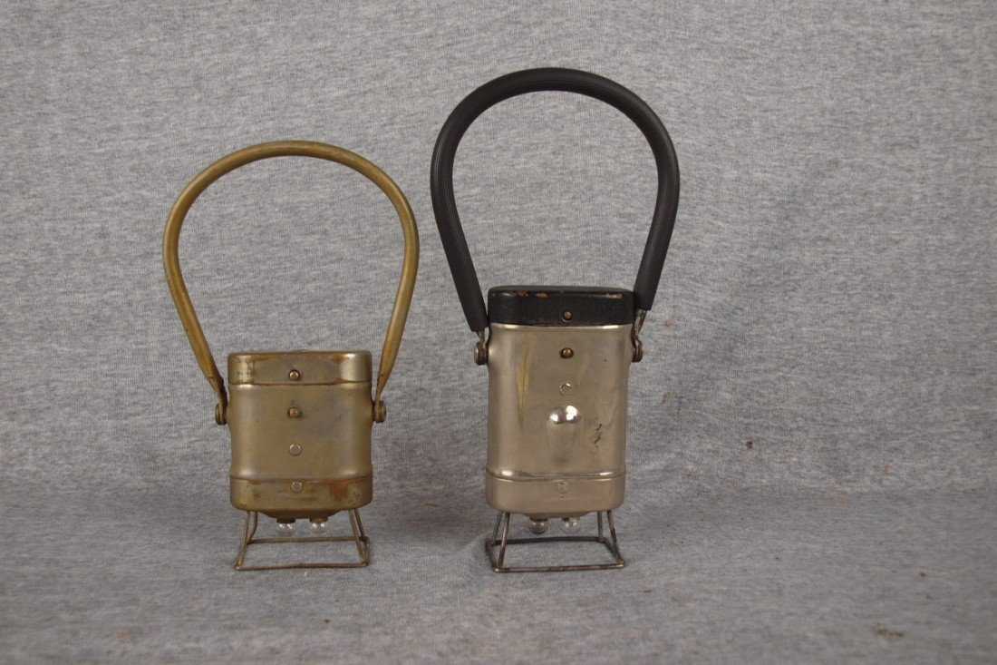 165: 2 Little Streamline battery operated railroad lant
