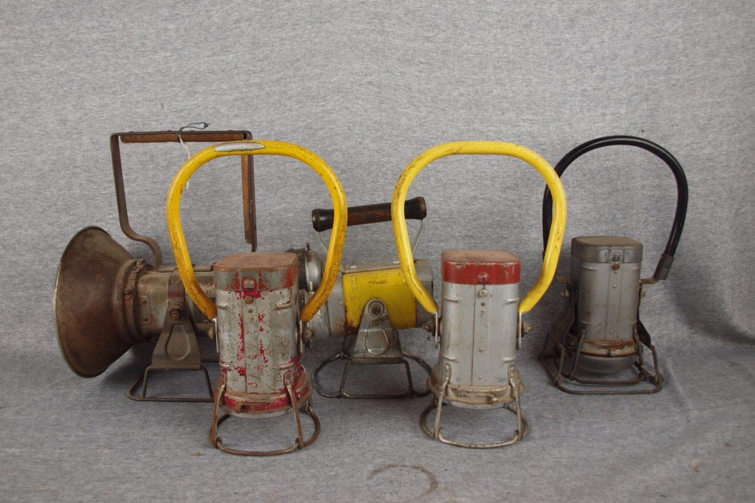"""166: Lot of 5 """"Justrite"""" battery operated railroad lant"""