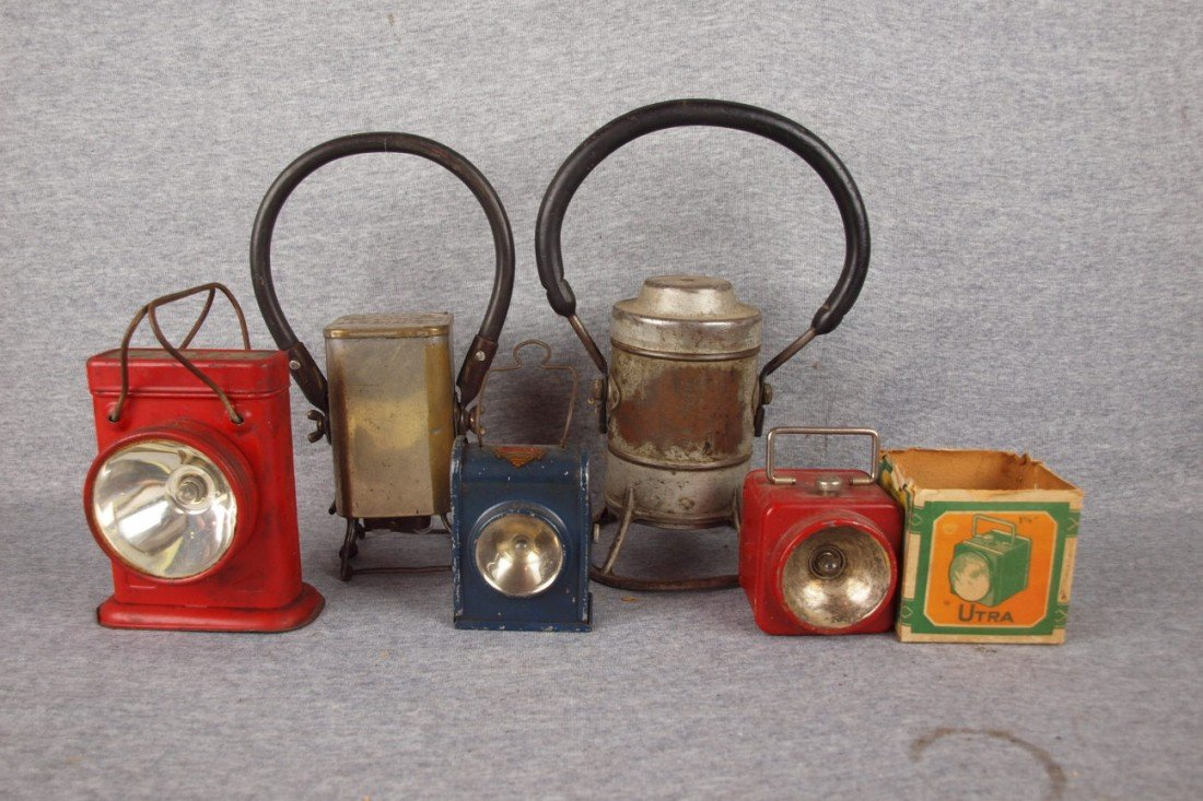 173: Lot of 5 battery operated lanterns
