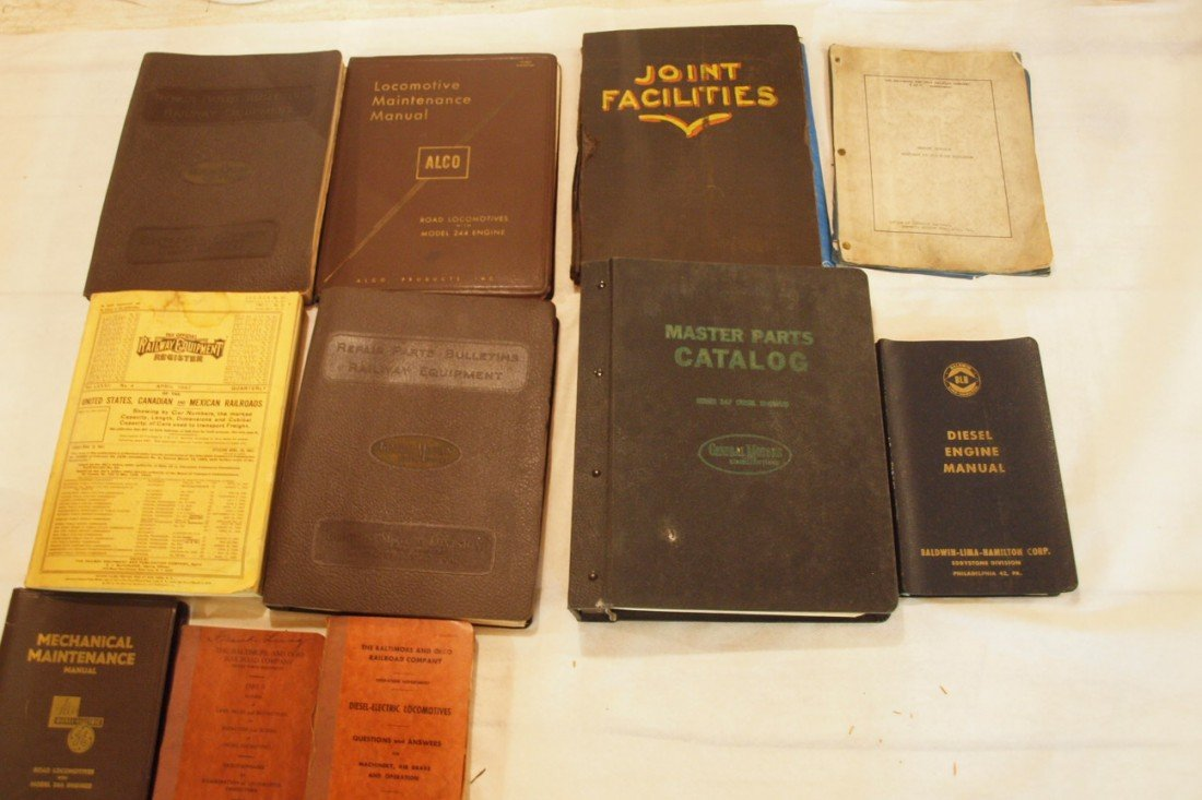 828: Lot of railroad repair and maintainence manuals