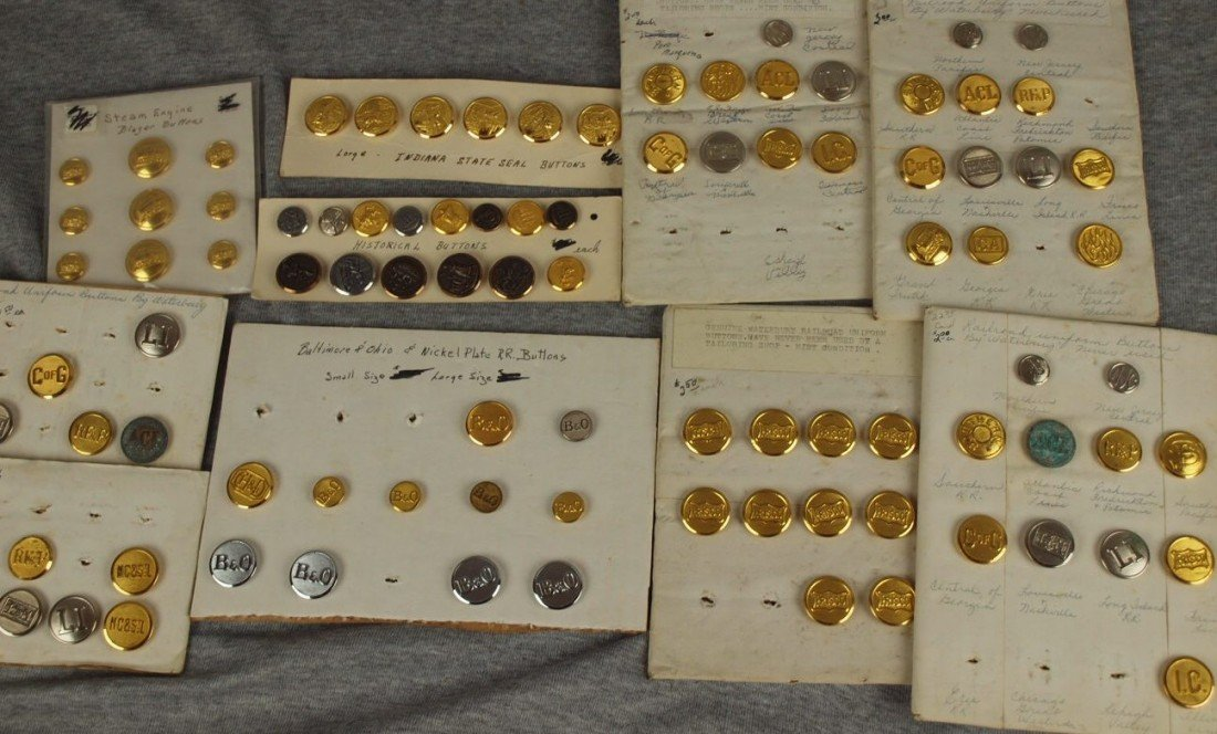 43: Lot of 325 assorted railroad uniform buttons