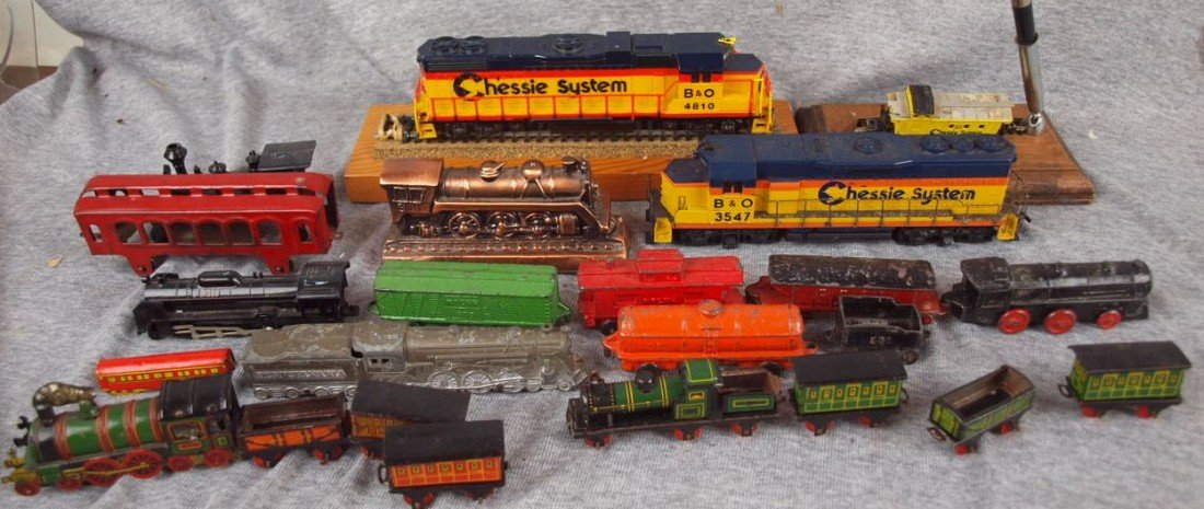 102: Lot of assorted toy trains