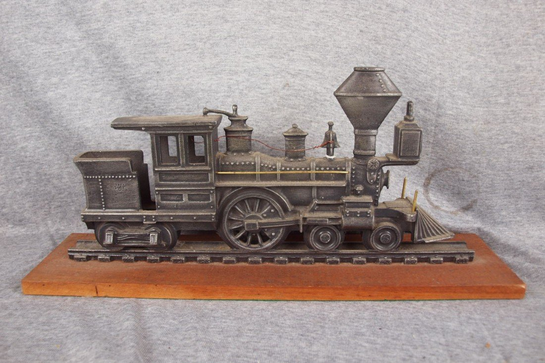115: Cast aluminum train desk stand