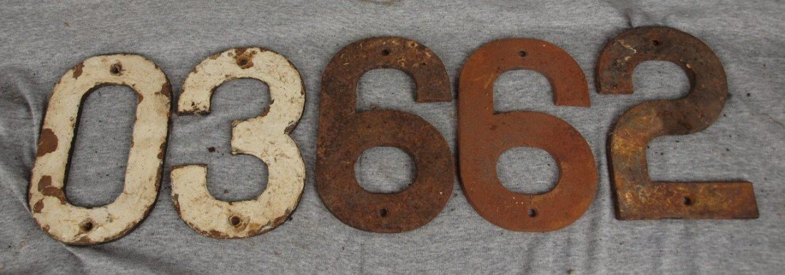"""221:  Lot of 5 cast iron numbers """"0"""", """"3"""", 2 - """"6"""", and"""