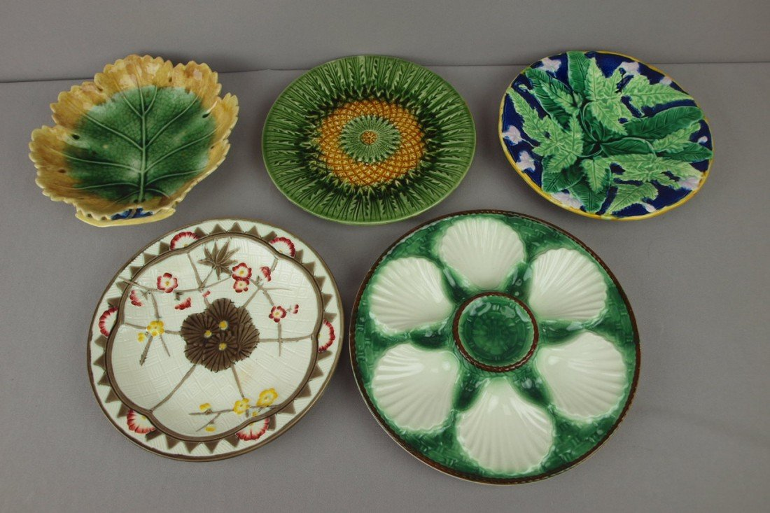 18: Majolica lot of 5 plates - Wedgwood Oriental, leave