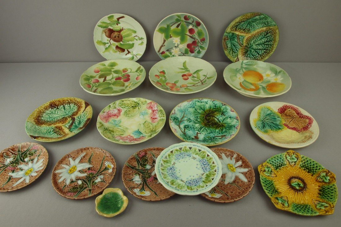 34: Majolica lot of 17 plates, bowls and butter pat, va