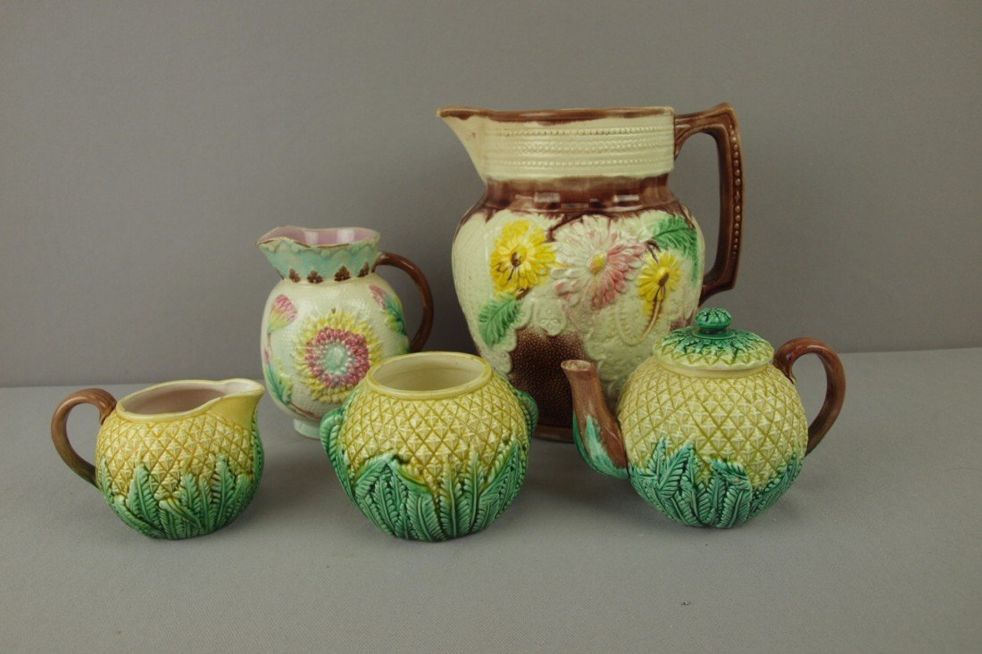42: Majolica lot of 5 pieces - 3 piece pineapple teaset