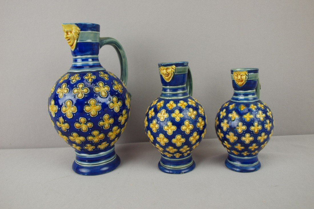 46: MINTON majolica set of 3 graduated mask jugs, 9 1/2