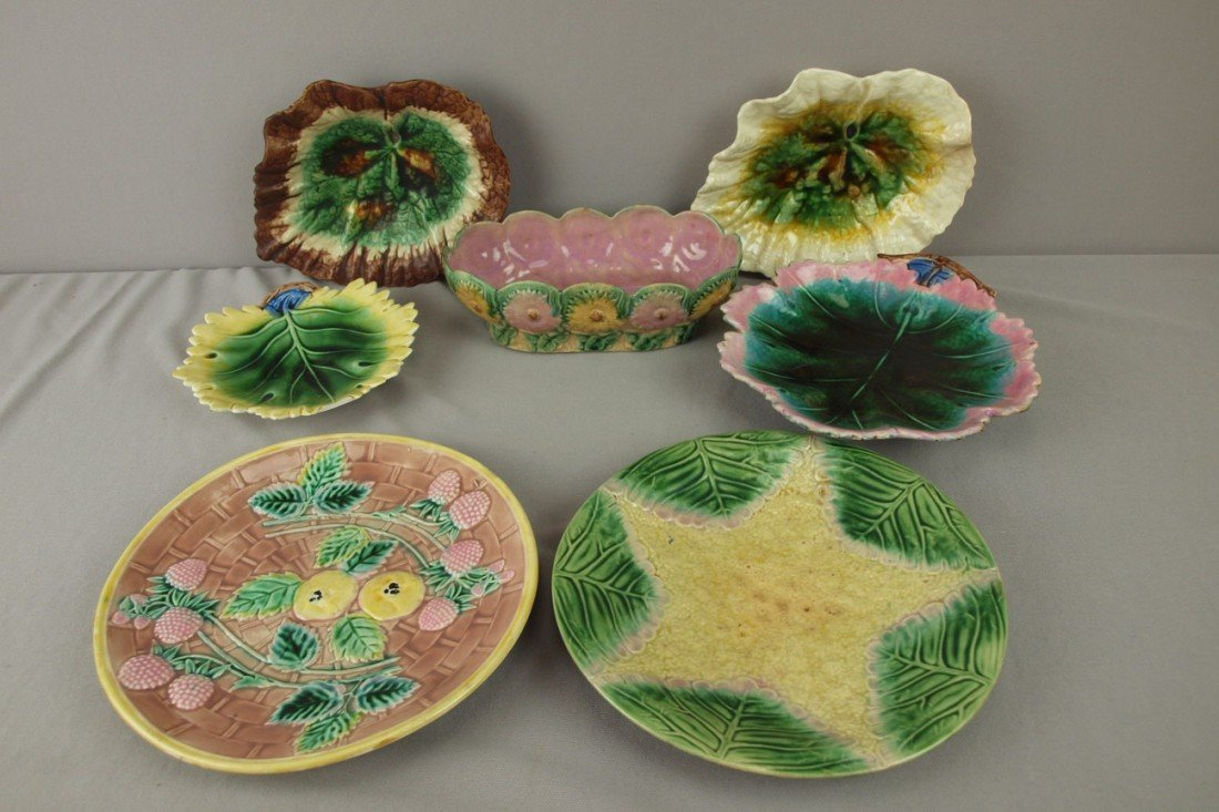 173: ETRUSCAN majolica lot of 7 plates, trays and daisy