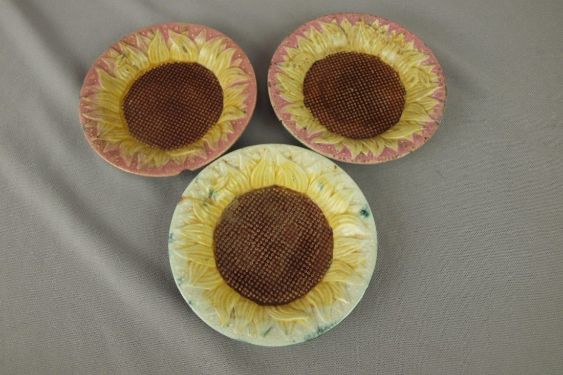 174: ETRUSCAN lot of 3 majolica sunflower sauce dishes,