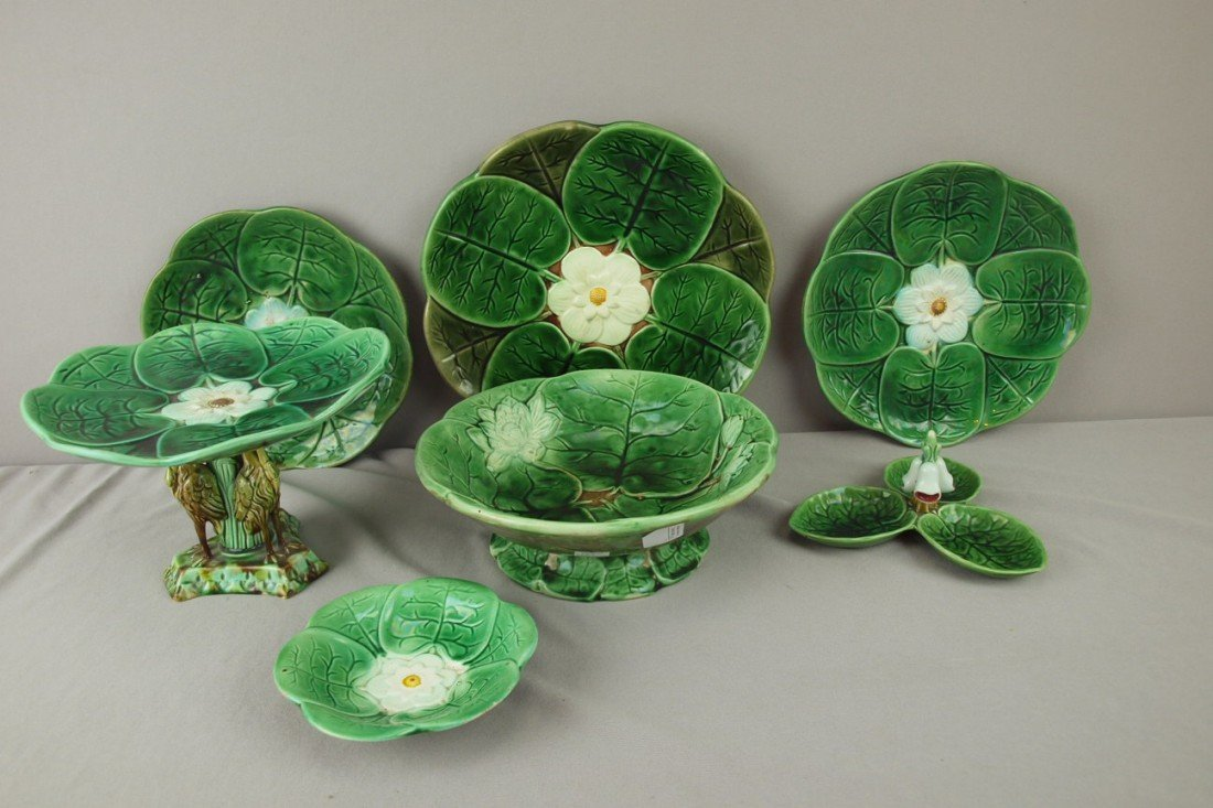 186: Majolica lot of 7 pond lily items - plates, compot
