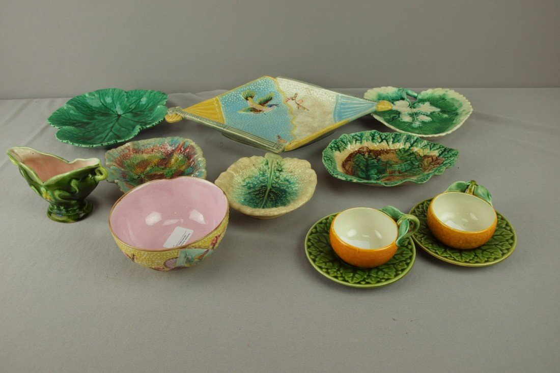 229: Majolica lot of 10 pieces - platter, leaf trays, b