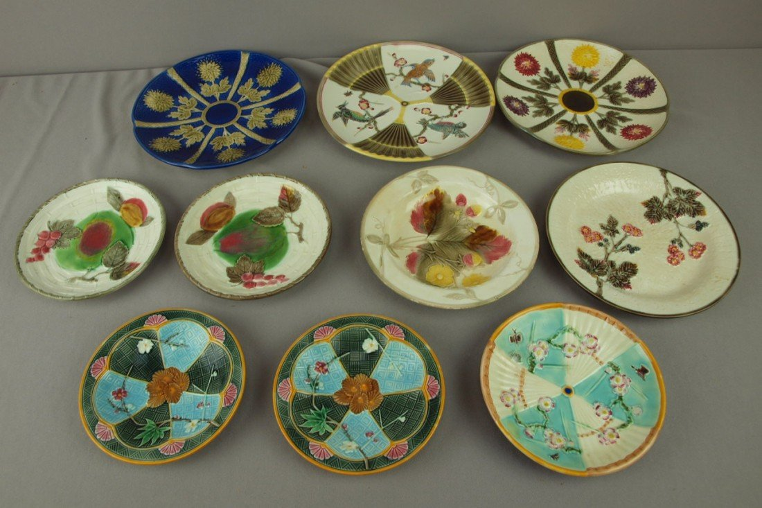 230: WEDGWOOD majolica lot of 10 plates and sauce dishe