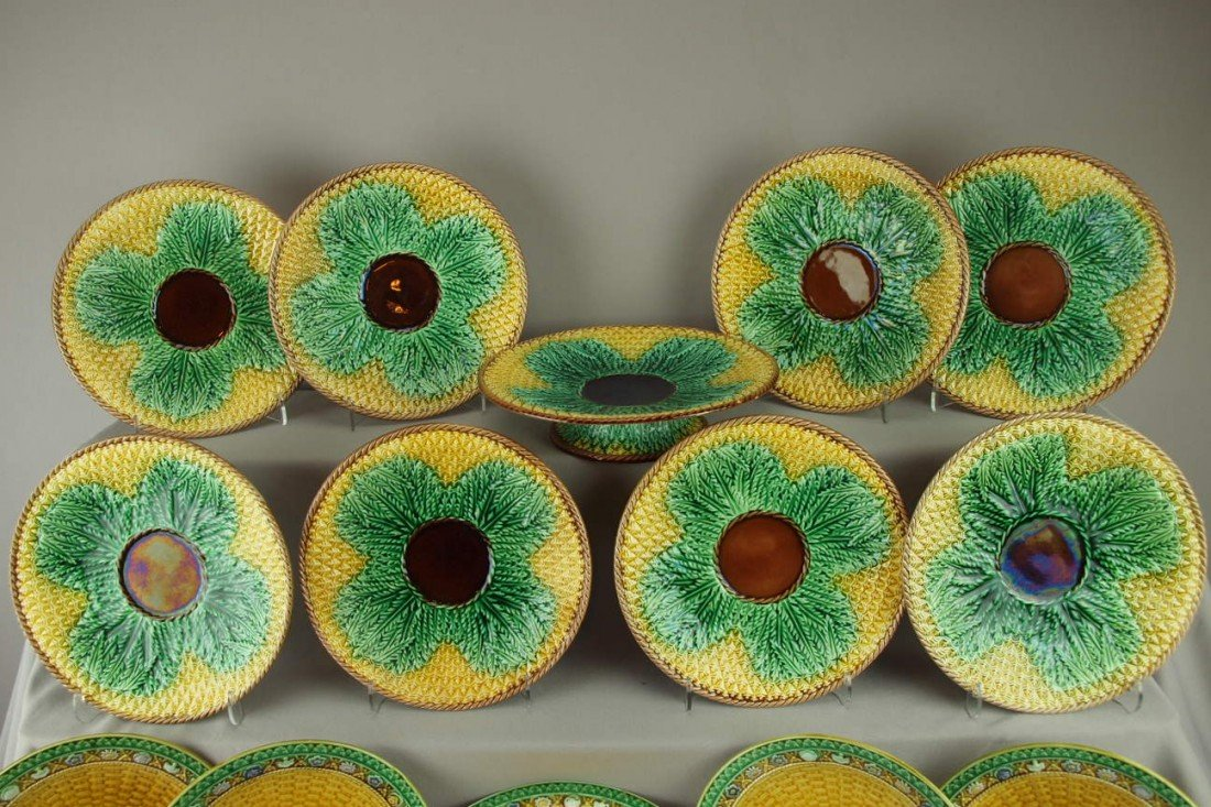 381: Majolica pineapple cake set with cake stand and 8-