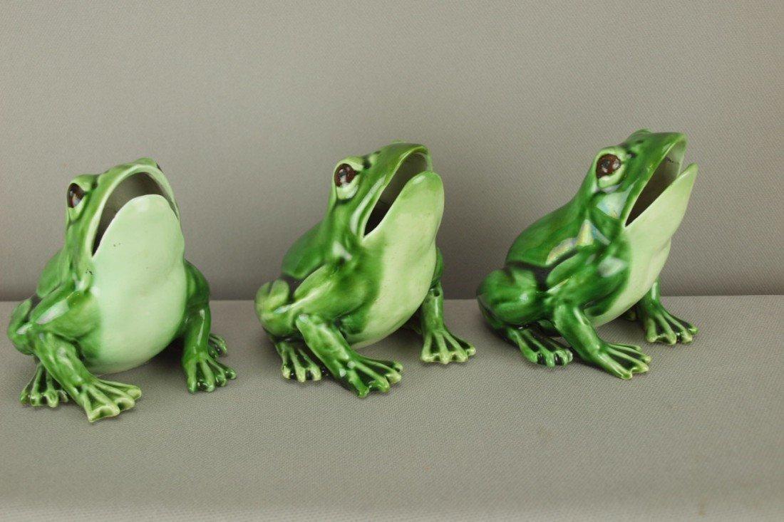 """513: Majolica set of 3 frogs, 3 1/2"""", professional repa"""