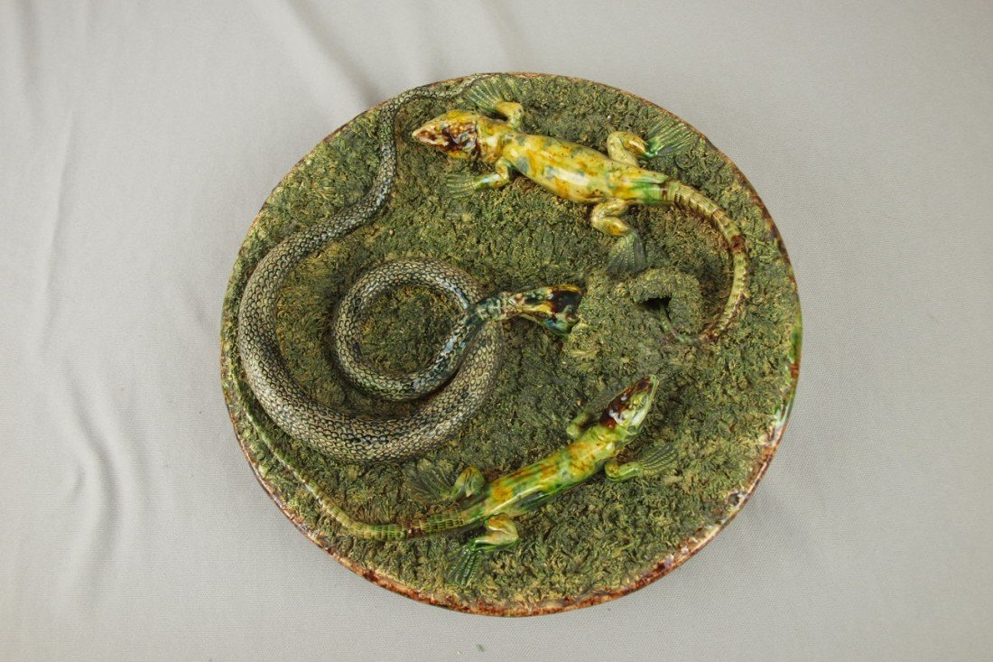 648: MAFRA Portugal Palissy Ware round plaque with snak