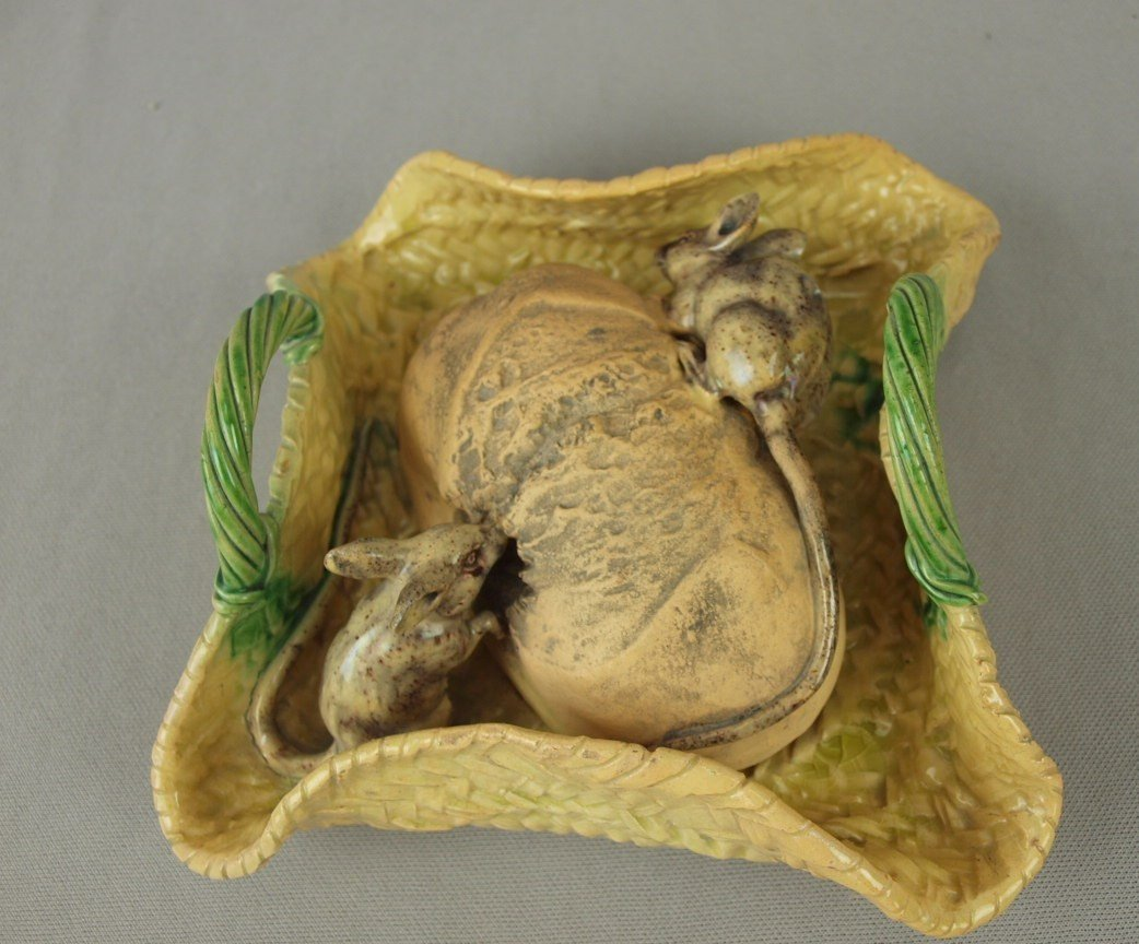 661: Portugal Palissy Ware majolica basket with loaf of