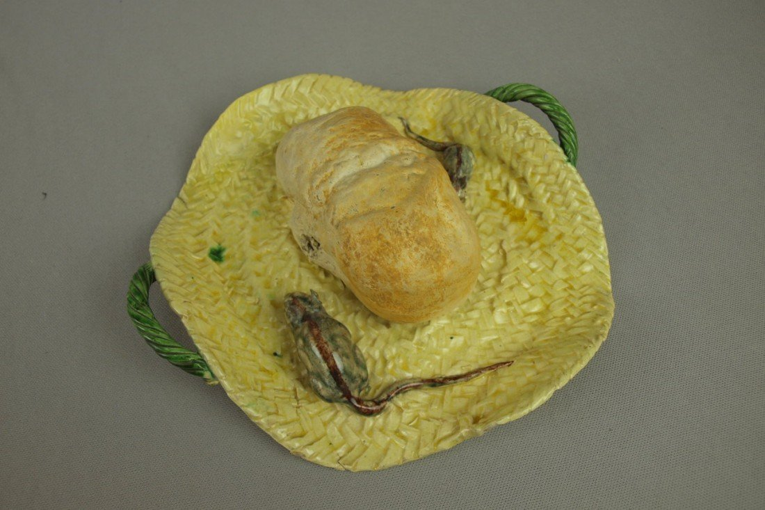 662: Portugal Palissy Ware majolica basket with loaf of