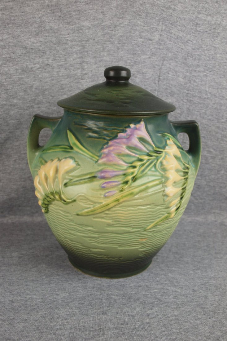 27: Roseville green Freesia cookie jar, 4-8""